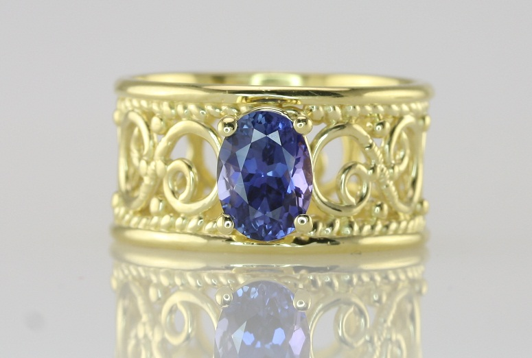 natural blue sapphire ring in yellow gold