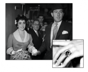 Elizabeth Taylor wearing her sapphire engagement ring