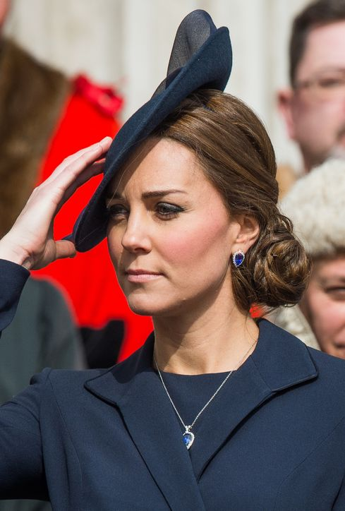 Amazing Kate Middletons New Earrings Matches Her Sapphire Ring Short Hairstyles Gunalazisus