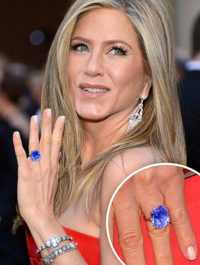jennifer-aniston-engagement-ring-blue-sapphire