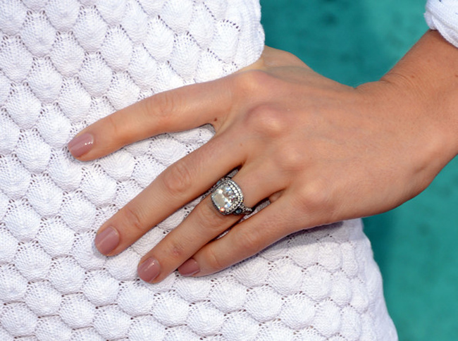 jessica-biel-engagement-ring