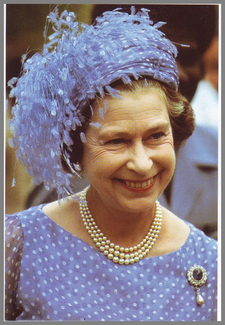 queen-elizabeth-empress-marie-feodorovna-sapphire-brooch copy