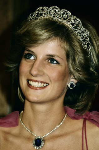 Princess Diana sapphire earrings and necklace