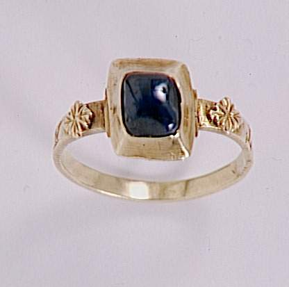 antique gold and sapphire ring