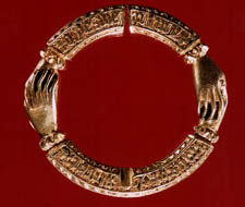 fede ring brooch