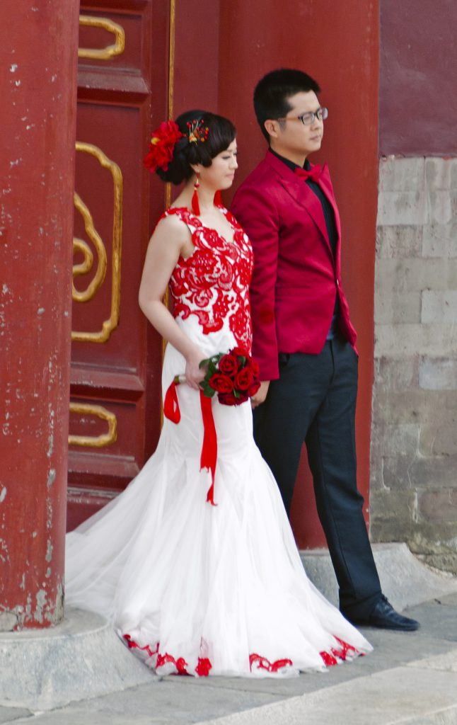 modern chinese wedding couple