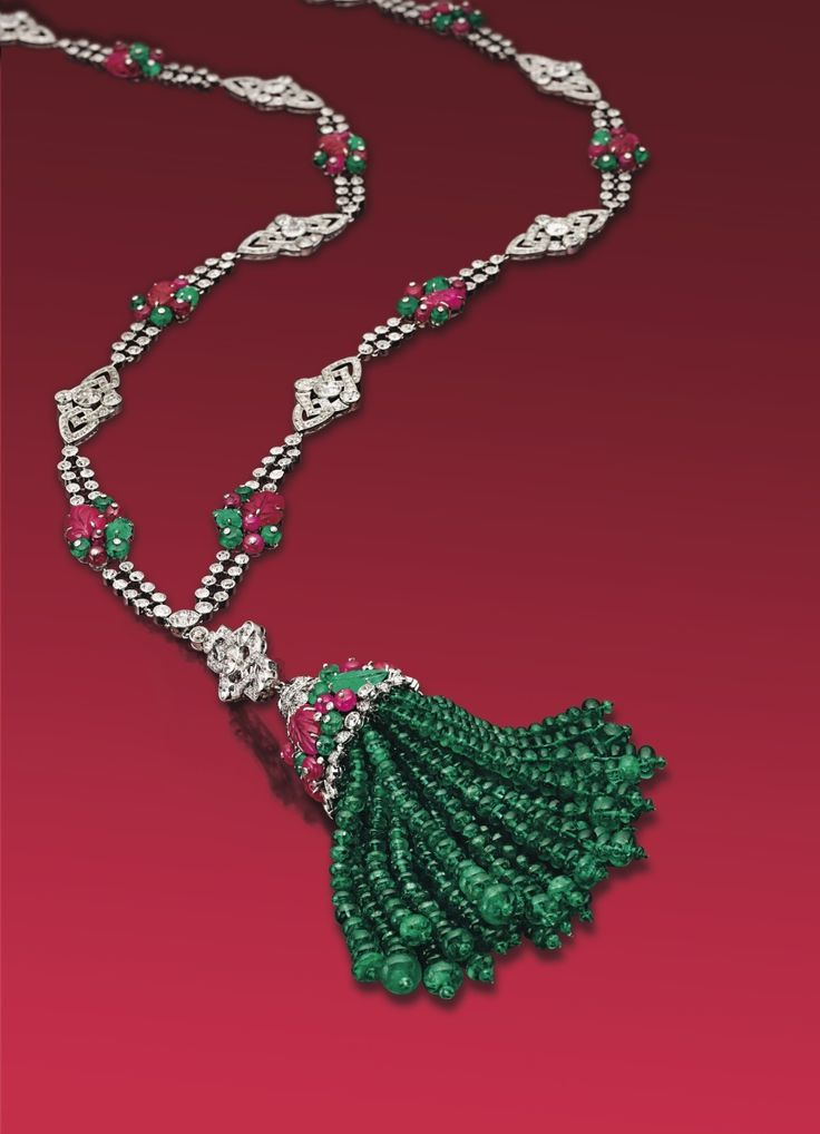 Necklaces And Pendants A Guide To Elements Of Style And