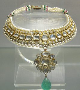 diamond and emerald Mughal necklace