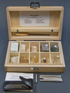 Mohs scale field kit