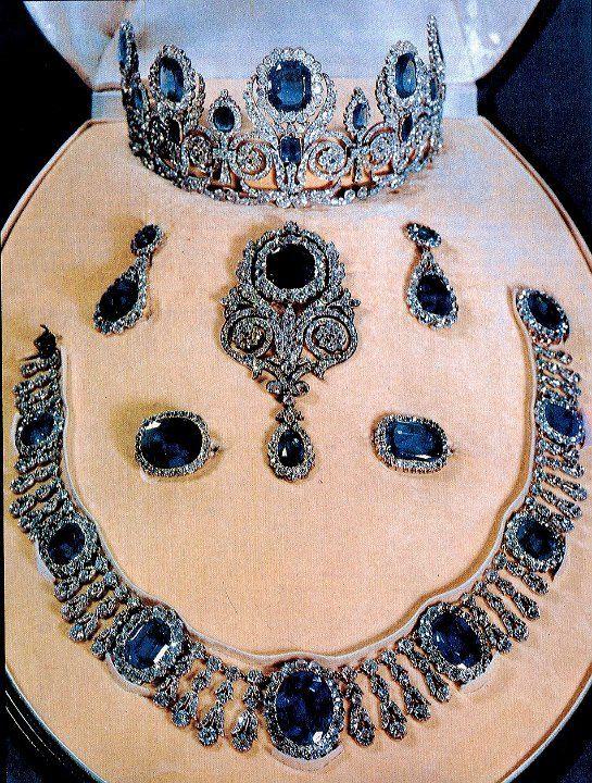 queen marie-amelie sapphire parure