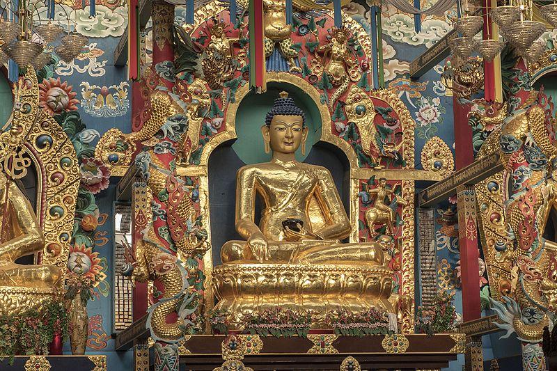 buddhist statue bylakuppe